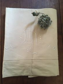 Drap en coton métis monogrammé M A .