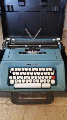 Machine à écrire olivetti studio 47