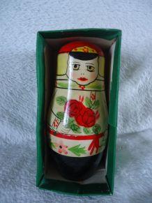 7 Jolies et anciennes Matriochka ou poupées russes gigognes