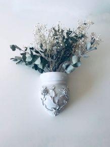 Vase mural ex-voto antique en porcelaine