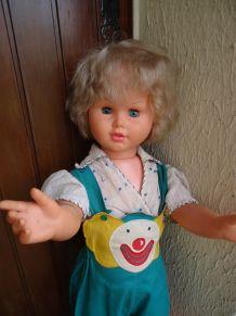 Poupée géante Mesurant 90 cm Année 1970. Cheveux en  bon éta