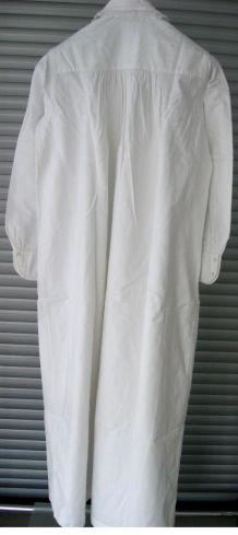 Linge d'autrefois : chemise de nuit ancienne