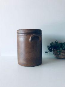 Grand pot ancien en grès avec couvercle