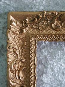 Cadre ancien en bois et stuck doré