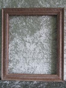Cadre en bois sculpté finition cire argentée