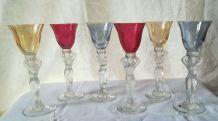 Six verres de couleur à liqueur en cristal de Bayel