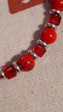 (B7) bracelet cubes perles de verre rouge
