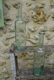 Duo de grandes bouteilles anciennes