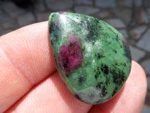 pierre Rubis Zoisite