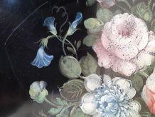 Plateau rond en tôle peinte avec décor bouquet de fleurs