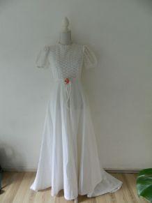 Robe de mariée hippie chic blanche brodée vintage 70's