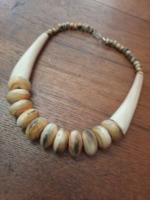Collier vintage en corne