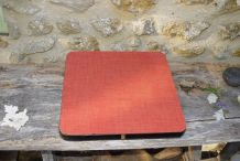 grand dessous de plat en formica rouge