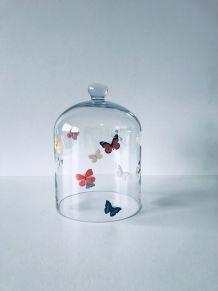 Cloche en verre décor papillons