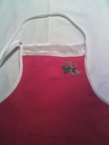 Tablier de cuisine rouge & velours blanc Noël brodé Fait mai