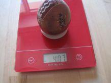 œuf en pierre décor main