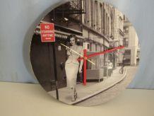 Pendule murale ronde Marilyn mécanisme à quartz  diamètre 33