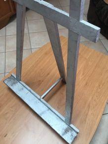 Chevalet de table gris argent