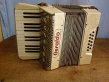 "Ancien accordéon ""Geraldo"" (made in Germany)"