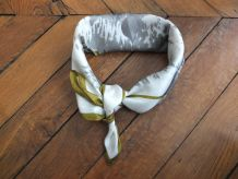 Foulard neuf, en soie, vintage