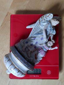 Grand bénitier ancien en porcelaine vintage