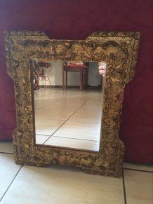 Miroir ancien au cadre en bois et platre doré 34 x 40.