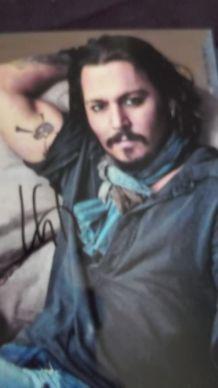 photo couleur signée par Johnny Depp