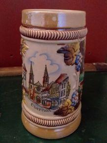 Chope à bière peinte à la main. Jolie faïence  décor barboti