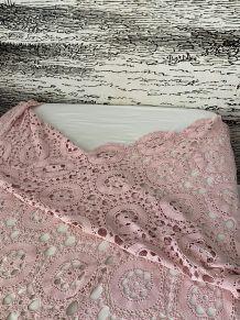 Jeté de lit rose poudré