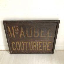 """Plaque en fonte """"Couturière"""" début XXème"""