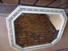 Miroir beige 1930 moulures bois sculpté.