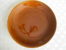Assiette plate marron orangée