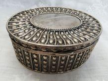 Boite à bijoux vintage en métal argenté