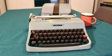 Machine à écrire vintage Olivetti Leterra 32