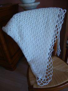 Châle crochet en laine acrylique blanche