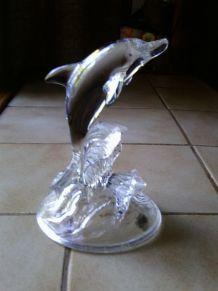 Dauphin sautant des vagues en cristal d'Arques
