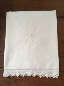 Taie d oreiller en coton blanc et bordure crochet.