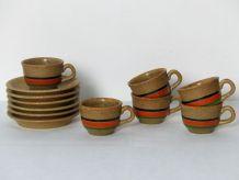 6 tasses et sous-tasses en grès