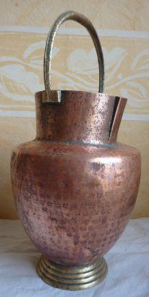 Grande cruche pichet en cuivre martelé ht 33 cm