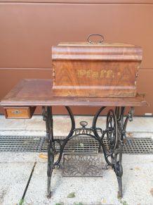 Ancienne machine à coudre Pfaff