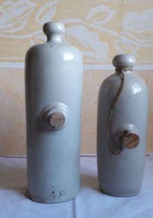 Lot 2 bouillottes anciennes en grès émaillé