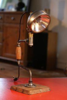 Lampe art récup avec  phare de moto et vilebrequin anciens