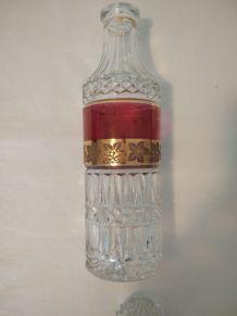 Cafard et verre à liqueur doré et ciselé