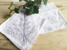 2 mouchoirs vintage finement brodés main neufs