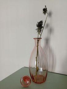 Carafe / vase en verre rose