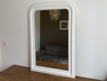 Miroir Louis Philippe fin 19ème. Blanc. 110x75.