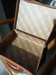 valise vintage  en carton avec ses 2 clés