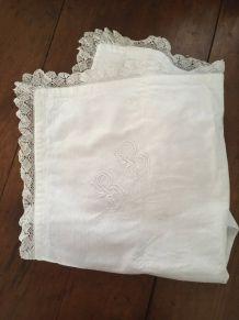 Grande taie d oreiller ancienne en coton au monogramme R B.