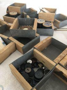4 petites boites de mercerie, bois et zinc