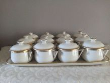 12 Pots à crème et plateau Porcelaine de Limoges